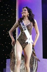 Nadine Chandrawinata bugil